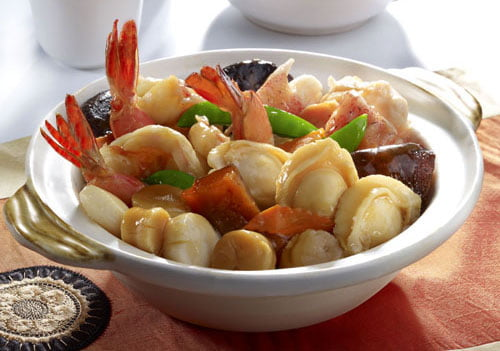 Braised Superior Seafood in Claypot